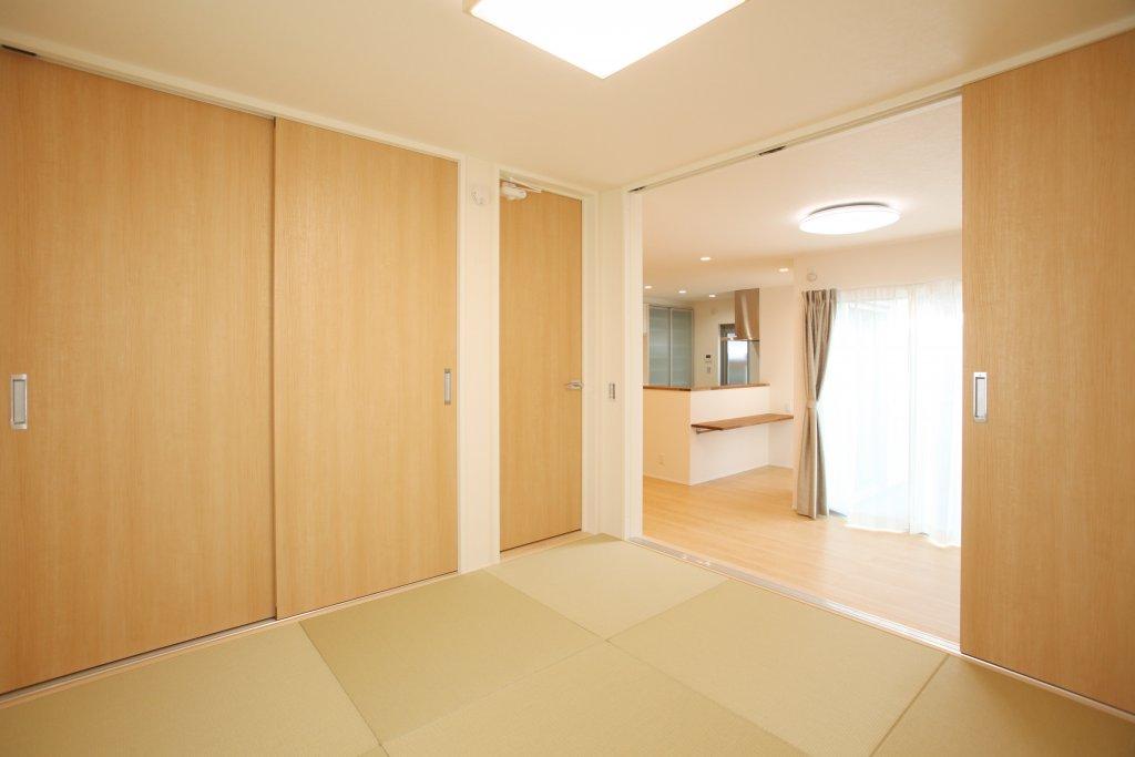 リビングとつなげて使うことが多い和室の畳は洋風にも合う半畳タタミにしました。