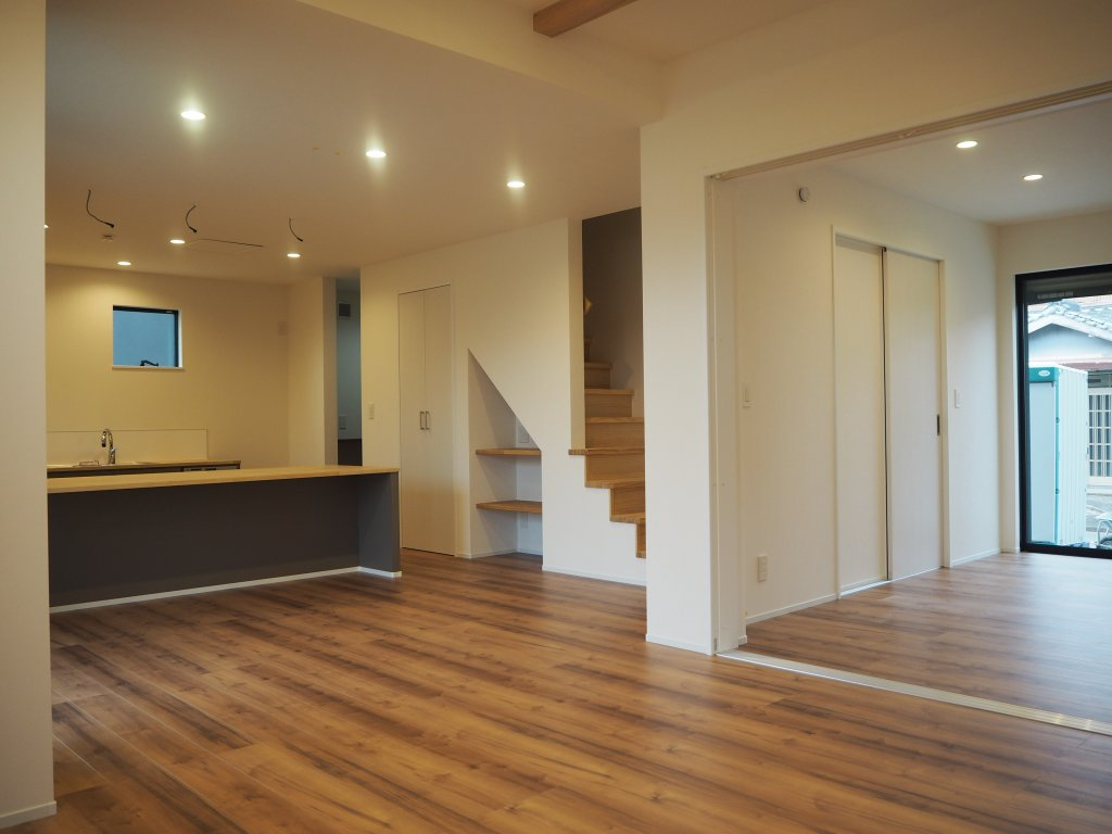 LDKには6畳の洋室をつなげるようにして、より開放的な空間になりました。