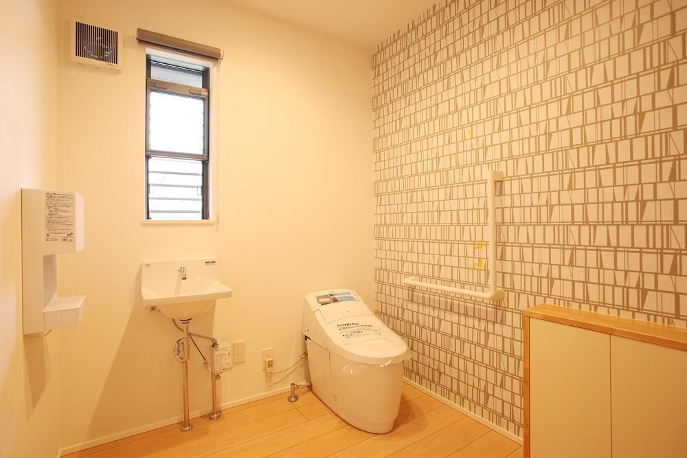 広めにとった2帖のトイレは手すりをつけたり、お風呂の近くに作ったりと将来のことを考えた設計にしました。
