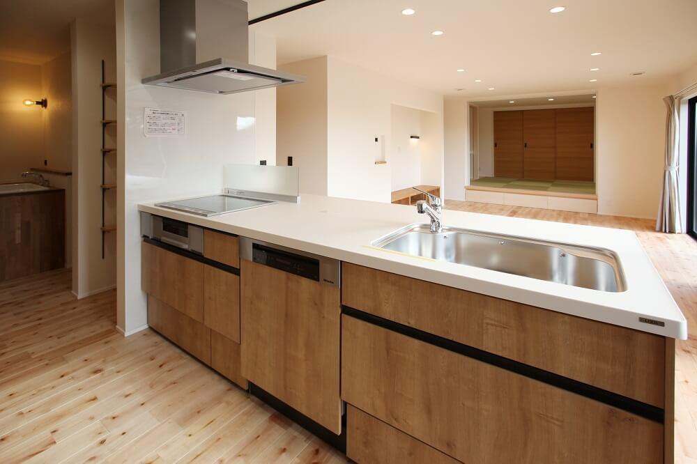 毎日の家事の負担を少しでも減らすために、食洗器には大容量で洗浄力の高いミーレを選びました。