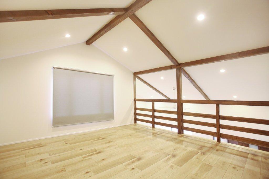 広々したロフト。健康のための筋トレしたり、来客時の寝室になったり、色々な事に使える嬉しいスペース